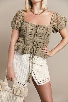 Crochet T Shirts, Crochet Fabric, Crochet Buttons, Crochet Crop Top, Crochet Doll Pattern, Crochet Blouse, Crochet Clothes, Crochet Lace, Crochet Fashion