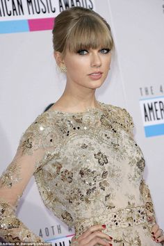 Taylor Swift Beige Blonde