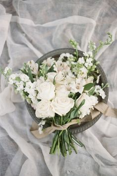 In springtime, you often see a lot of cherry blossom inspiration. But I have fallen for this soft and romantic pear blossom inspiration from Christine Gosch. The neutral color palette is so elegant and dreamy. Wedding Flower Guide, Spring Wedding Flowers, Flower Bouquet Wedding, Floral Wedding, Neutral Wedding Flowers, Exotic Wedding, Wedding Beauty, Magnolia Bouquet, Pear Blossom
