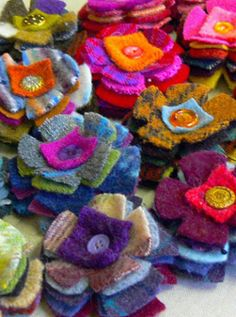 Accessories 2019 felted wool scraps are reborn into a SEVEN-layer posie! Still decorated with a vintage button center and sewn by hand. Sold in packs of The post Accessories 2019 appeared first on Wool Diy. Felt Flowers, Fabric Flowers, Sewing Crafts, Sewing Projects, Recycled Sweaters, Felt Brooch, Fabric Brooch, Wool Applique, Fabric Jewelry