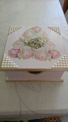 Discover thousands of images about Decupage Decoupage Vintage, Decoupage Box, Cigar Box Art, Cigar Box Crafts, Painted Wooden Boxes, Altered Boxes, Pretty Box, Jewellery Boxes, Flower Fairies
