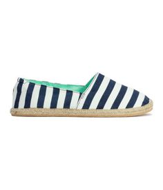Espadrilles in cotton fabric with a printed pattern. Elastication at heel, braided jute trim on soles, and fabric lining and insoles. Espadrilles, Espadrille Sandals, Strappy Sandals, Aqua Shoes, H&m Shoes, Stylish Shoes For Women, Scuba Fabric, Fabric Shoes, Heart For Kids