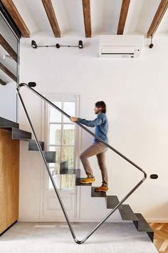 40 Awesome Modern Stairs Railing Design for Your Home – Rockindeco – Decor is art Modern Stair Railing, Stair Railing Design, Home Stairs Design, Stair Handrail, Staircase Railings, Interior Stairs, House Design, Railing Ideas, Staircases