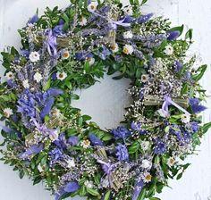 lila s levandulovými svazečky