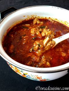 Chicken curry is a very popular and common delicacy in Kerala. There are many types of chicken curry cooked in Kerala. But this Grandma's style chicken curry is very aromatic chicken curry ma… Spicy Chicken Curry Recipes, Fried Fish Recipes, Kerala Chicken Curry, Indian Cookbook, Def Not, Kerala Food, Curry Dishes, Indian Dishes, Indian Food Recipes