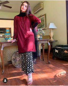 Beautiful Pakistani Dresses, Pakistani Formal Dresses, Pakistani Dress Design, Kurti Pakistani, Stylish Dresses For Girls, Simple Dresses, Casual Dresses, Girls Dresses Sewing, Eid Dresses