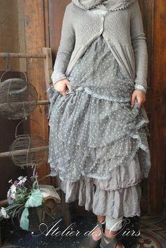 MLLE EMELINE : Veste rayée Les Ours, robe en tulle gris, gilet Les Ours, jupon en organdi gris Les Ours - Atelier des Ours.