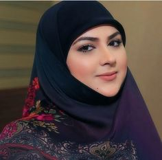 Modern Hijab Fashion, Arab Fashion, Muslim Fashion, Fashion Beauty, Arab Girls Hijab, Girl Hijab, Muslim Girls, Beautiful Arab Women, Beautiful Hijab