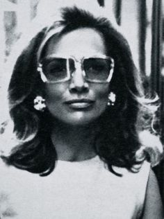 Lee Radziwill wearing oversized sunglasses