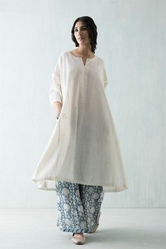 In summers dressing up is a real problem as the most comfortable pair of clothing fells like night suit. Here are 6 amazing styles which'll help to beat the heat. Indian Attire, Indian Ethnic Wear, Pakistani Outfits, Indian Outfits, Kurta Style, Desi Clothes, India Fashion, Latest Fashion, Fashion Women
