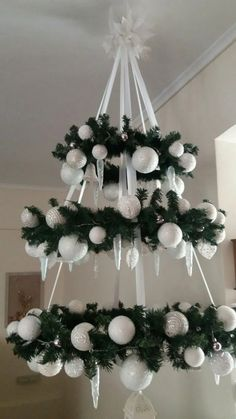 Xmas decoration - making a fairytale for Christmas time Office Christmas Decorations, Easy Christmas Crafts, Diy Christmas Tree, Christmas Centerpieces, Xmas Tree, Christmas Projects, Simple Christmas, Christmas Wreaths, Christmas Ornaments