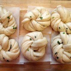The Cooking of Joy: Hua Juan (Steamed Scallion Buns) Great Recipes, Favorite Recipes, Bao Buns, Pork Buns, Steamed Buns, Steamed Food, Bread Bun, Bun Recipe, Recipe Directions