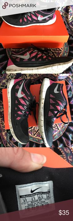 Nike free 5.0 Pink and black NIKE Free 5.0 sneakers! Worn only a few times! In really great condition! No rips or tears! Tracking is barley touched almost new. Few dirt marks on side of sole which will be cleaned before shipping Nike Shoes Sneakers