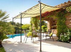 Superbe pergola pour s'abriter du soleil.  http://www.m-habitat.fr/terrasse/amenagement-et-mobilier-de-terrasse/pergolas-de-jardin-1048_A