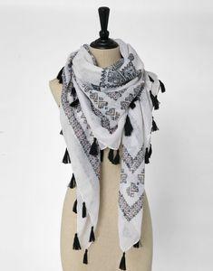 11 meilleures images du tableau Couture   Square scarf, Big scarves ... eb305c52b40