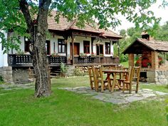 Image result for székely tornácos ház Camping Resort, Traditional House, Old Houses, Romania, Places To Visit, Country Cottages, House Design, Hungary, House Styles