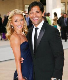 Kelly Ripa hath no shame when it comes to responding to haters. So when they came for her husband, Mark Consuelos, she gave a super spicy response. Click above to read the clap back! Hollywood Couples, Celebrity Couples, Celebrity Photos, Kelly Ripa Hair, Wedding Aniversary, Mark Consuelos, Beauty Games, American Ballet Theatre, Famous Couples