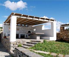 Stand alone open-air kitchen. Outdoor Living Rooms, Outdoor Spaces, Pergola Patio, Backyard, Pergola Ideas, Skopelos, Facade Design, House Design, Terrazas Chill Out