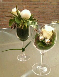 Filled wine glass - Christmas - one with and one without floral foam Simple Centerpieces, Christmas Centerpieces, Centerpiece Decorations, Xmas Decorations, Flower Decorations, Classy Christmas, Christmas Time, Christmas Crafts, Holiday