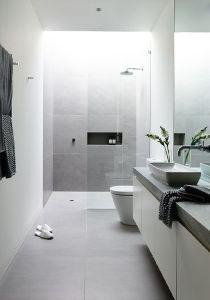Idées déco pour une salle de bain moderne et contemporaine   www.decocrush - @decocrush Douche moderne lumineuse verre