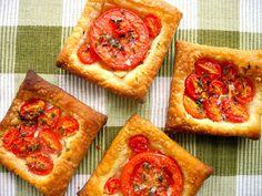 Torta de tomates (Tipo Italiano, Sweet grape, Holandês gigante) com Tomilho, Pimenta do reino branca, Alho, Azeite e flocos de Flor de sal