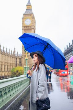 friends portrait london outdoor street style photo shoot fashion rainy day westminster big ben carnaby street green park winter piccadilly (35)