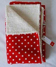 Baby-Kuscheldecke  rot/ weiß Punkte mit Öko-Teddy von Glueckspilz-Shop auf DaWanda.com