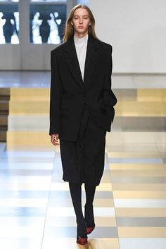 Jil Sander Fall 2017 Ready-to-Wear Fashion Show www.instagram.com/anneannatx