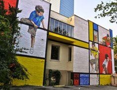 street art (Atlanta, Georgia, - homage to artist Piet Mondrian by Ernest Zacharevic Graffiti Art, Murals Street Art, 3d Street Art, Best Street Art, Street Artists, Usa Street, Mondrian, Mural Painting, Mural Art