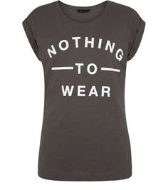 """For those dressed down days when it feels like there is nothing to wear, try this grey tee with leather trousers and ankle boots.- Printed front- Simple short sleeves- Round neck- Casual fit- Soft cotton fabric- Model is 5'8""""/176cm and wears UK 10/EU 38/US 6"""