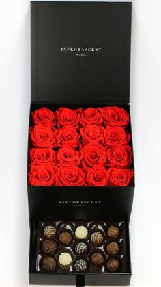 The Square of Infinity Offers 16 Large Ecuadorian Roses That Last A Year, Luxury Hand Crafted Box, European Chocolates As Standard Drawer Gift. Bouquet Box, Candy Bouquet, Flower Box Gift, Flower Boxes, Box Roses, Chocolate Bouquet, Birthday Gifts For Boyfriend, Craft Box, Luxury Gifts