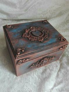 Funky Painted Furniture, Decoupage Furniture, Decoupage Box, Thali Decoration Ideas, Cigar Box Art, Inspiration Artistique, Lace Painting, Tea Box, Pretty Box