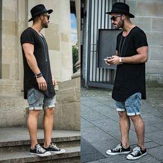 Até mesmo com o shorts, o chapéu masculino combina. Nesse caso, ele escolheu uma…