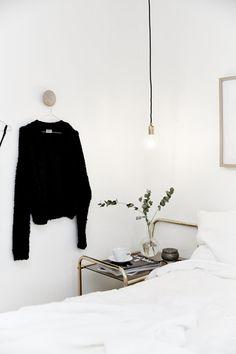 Bare bulb pendant lamps as bedside lighting | Image via Västanhem
