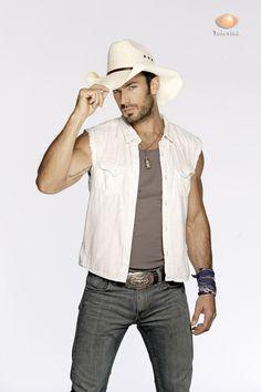 you got me feeling some type of way. Aaron Diaz, Cowboy Outfits, Western Outfits, Gonzalo Garcia Vivanco, Cowboys Men, Hottest Male Celebrities, Cowboy Up, Bear Men, Country Men