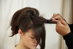 How to get a volumized ponytail - looks so easy when someone else is doing it!
