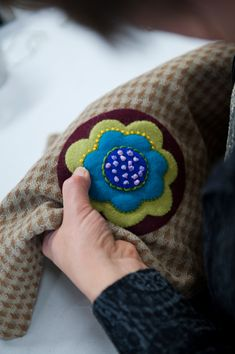 Embroidery over applique at a Sue Spargo workshop - via materialobsession.typepad.com