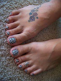 nail art - Nascar toes - LOVE it