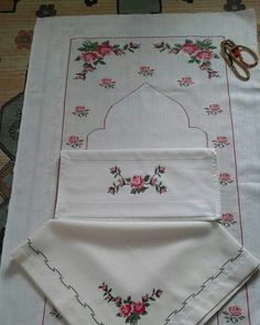 This Pin was discovered by Fat Prayer Rug, Cross Stitch Patterns, Origami, Bargello, Projects To Try, Kawaii, Embroidery, Handmade, Tablecloths