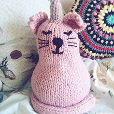 ✨💕 MOTW time 💕✨ This week I'm loving @ezzystitchstudio's uni-cat! It looks like it's found the perfect, most snuggest home. It's going to be hot in London again today, but I'll try and knit through it 😎 #knitting #sincerelylouise #knitstagram #maker #yarn #wool #etsy #knittinglove #makersgonnamake #stitches #shareyourknits #fauxtaxidermy #knittersofinstagram #knittersoftheworld #crochet #diy #etsysmallbusiness #tricote #strikke #tejer #unicorn #unicornlove #kawaiicat #kawaiiart…