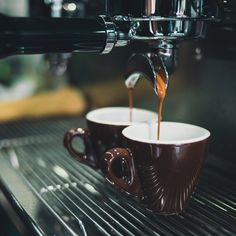 Choosing the best espresso machine under 200 dollars is both pleasurable and confusing.This article will guide you on how to get the best espresso machine Best Drip Coffee Maker, K Cup Coffee Maker, Coffee Maker With Grinder, Coffee Maker Reviews, Cold Brew Iced Coffee, Cappuccino Coffee, Coffee Drinks, Coffee Coffee, Coffee Beans