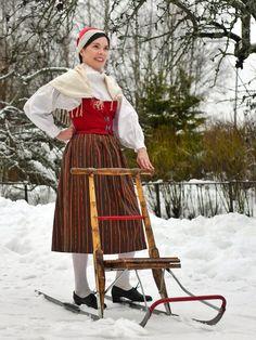 traditional / regional costume of Merikarvia, Finland Folk Costume, Traditional Dresses, Folklore, Regional, Finland, Nostalgia, Clothing, Vintage, Beauty