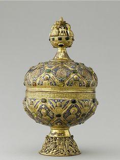 Limoges (c. 1200)  Maître Alpais ciborium  Provenance: Montmajour