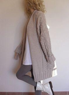 Largo de las mujeres, cable tejer suéter, Rebeca. Abrigo con cuello chal ancho y cable allover patrón también tiene bolsillos. Tejido a mano por mí con