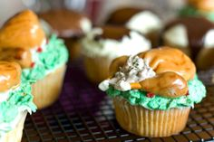 Thanksgiving day cupcakes - Turkey and Mashed Potatoes. Yum!