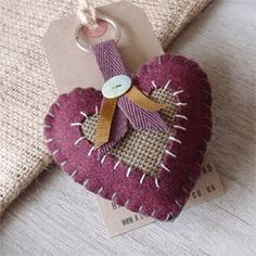 Alex McQuade A showcase of textile art and handmade textile accessories for home and fashion. Cute Crafts, Creative Crafts, Diy Crafts, Fabric Gifts, Felt Fabric, Felt Keyring, Fabric Hearts, Minis, Craft Club
