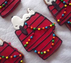 SNOOPY SUGAR COOKIES.  What fun for gifts.