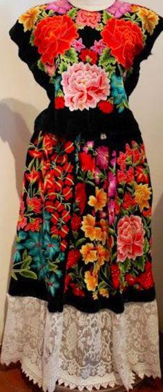 Frida kahlos mexican folk art dress❤️ worn in vogue photographic shoot