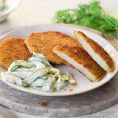 Kohlrabischeiben würzen, dann in Mehl, Ei und Semmelbröseln wenden. Dazu knackige Gurke mitCrème fraîcheund Dill - fertig ist die Veggie-Schlemmerei.