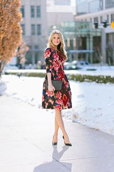 How elegant does this floral Spring dress look with a diamond bracelet and classic black pumps?!